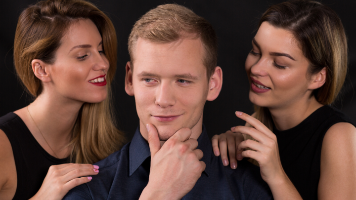 Ontdek: waarom narcisten populair zijn